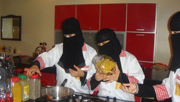 بالصور احلى سعوديات بمطعم على كيف كيفك طبخ , صبايا وبنات سعوديات 134 26 1 580x330