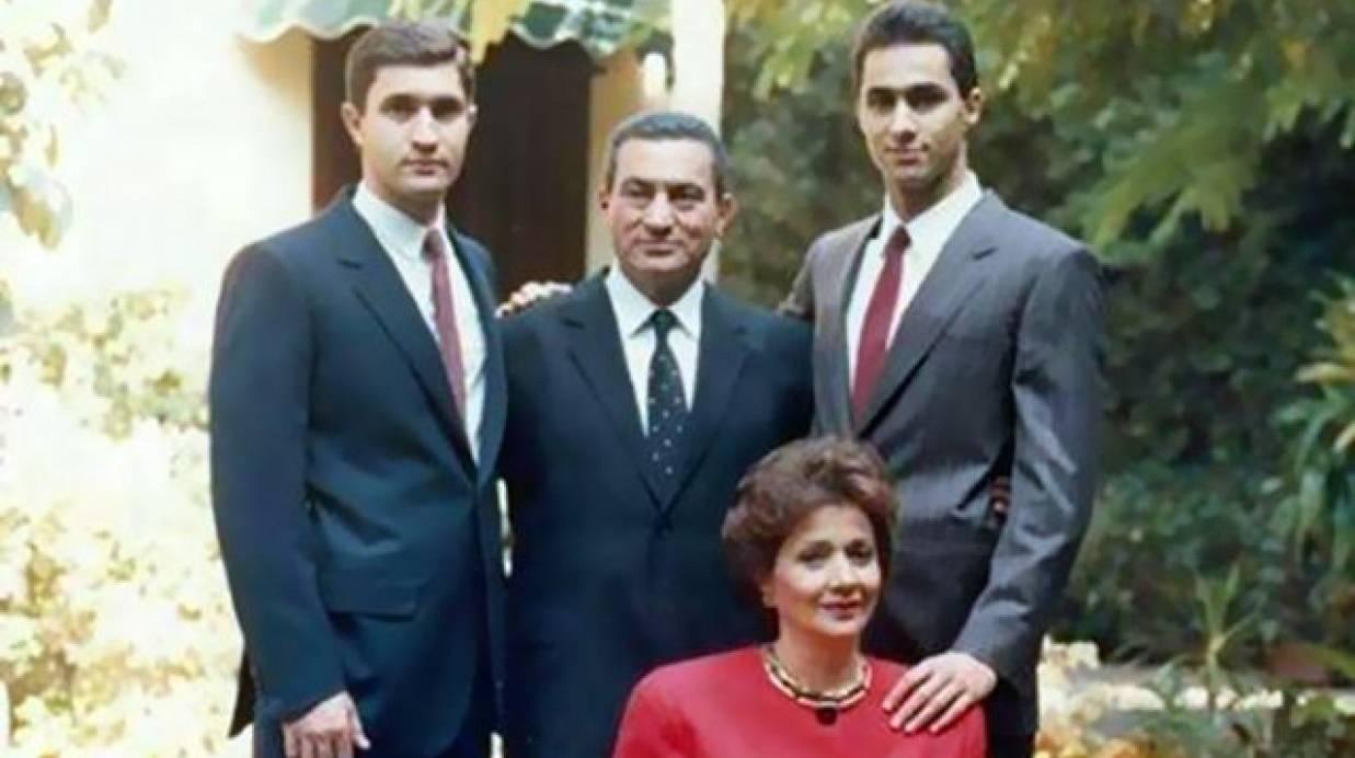 صور صور حسني مبارك , لقطات في حياة الرئيس السابق شاهدها الان