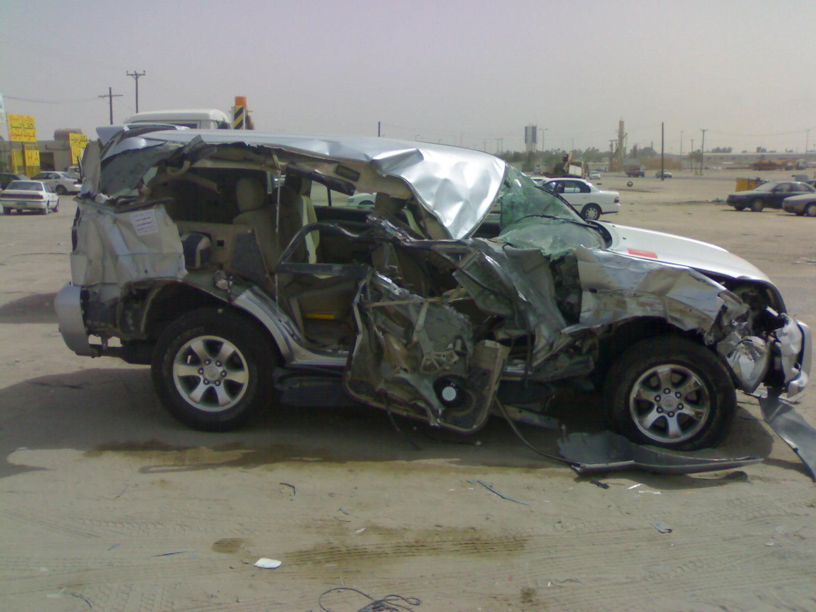 بالصور صور حوادث سيارات , صورة سيارات مدمرة من حوادث الطرق 1228 2
