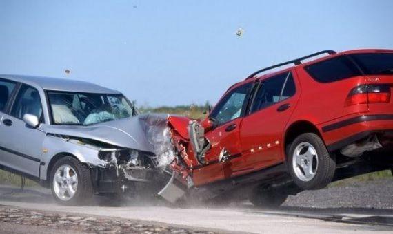 بالصور صور حوادث سيارات , صورة سيارات مدمرة من حوادث الطرق 1228 3