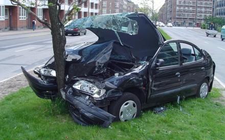 بالصور صور حوادث سيارات , صورة سيارات مدمرة من حوادث الطرق 1228 8
