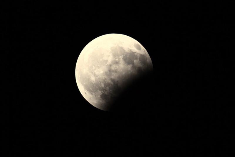 بالصور صور خسوف القمر , صورة واضحه ل خسوف القمر 1712 3