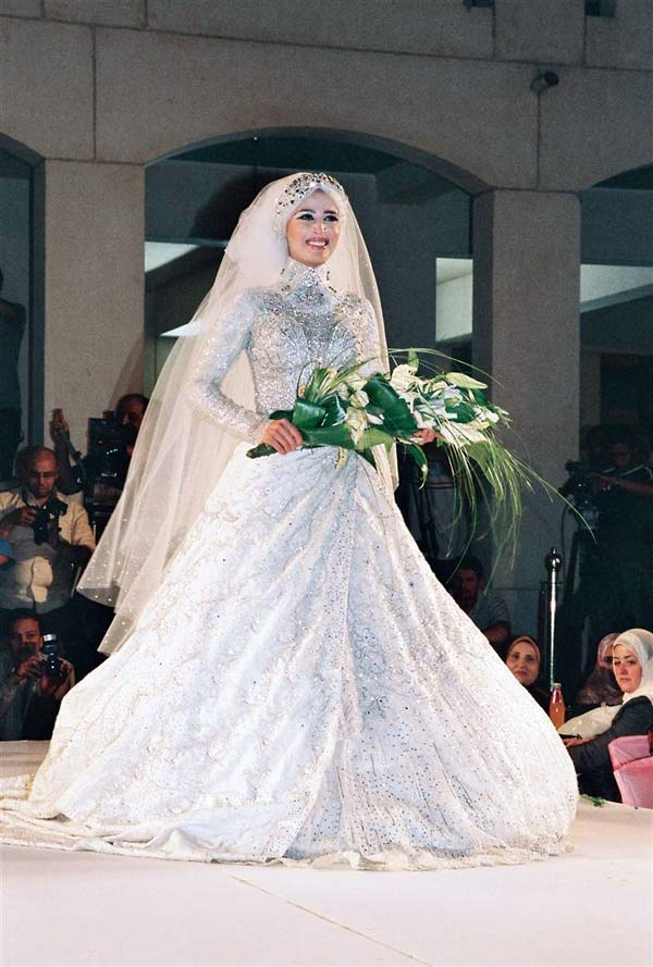 صور صور فساتين زفاف محجبات , اجمل فساتين بيضاء للعرائس