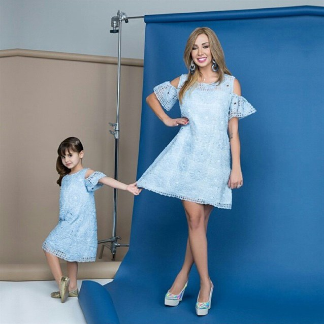 صورة ازياء جويل , شاهد جمال المصممة جويل من خلال لبسها الرائع