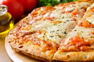 صورة عمل البيتزا بالصور , طريقة عمل بيتزا مارجريتا