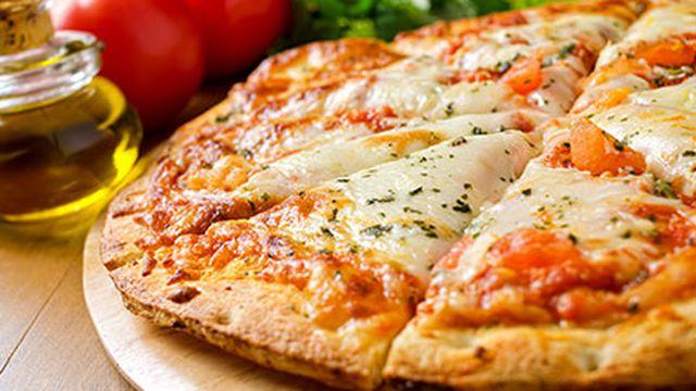 صور عمل البيتزا بالصور , طريقة عمل بيتزا مارجريتا