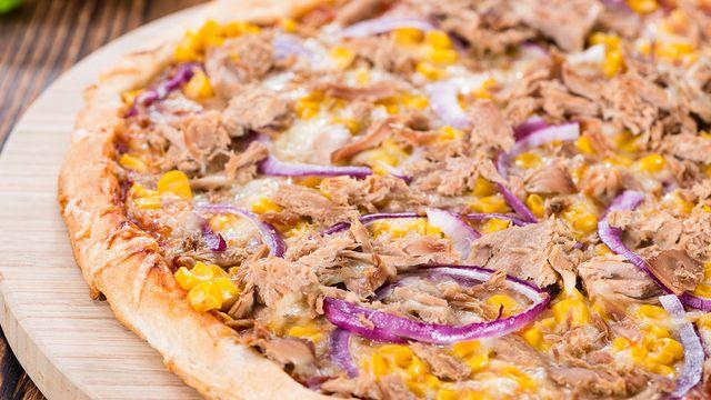 صورة طريقة البيتزا بالصور , طريقة عمل بيتزا التونة