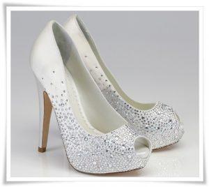 صوره احذية عرايس كعب عالي , احذية بيضاء لاجمل عروس