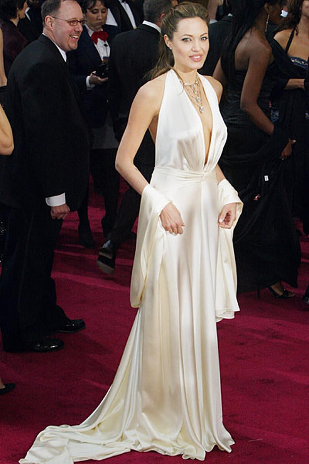 صوره فساتين انجلينا جولي , اجرء اطلالات انجلينا جولي