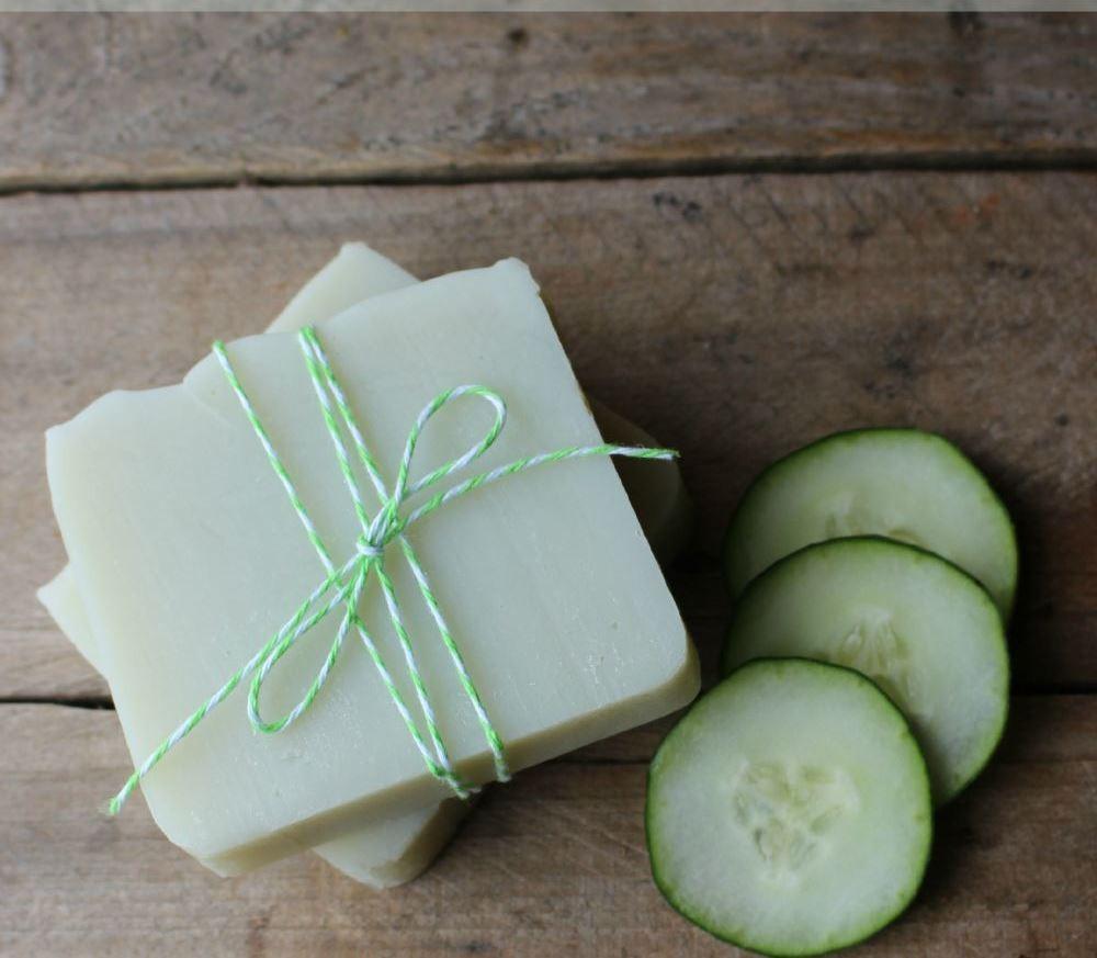 صوره صابون طبيعي للوجه , كيفية استخدام الخيار لصنع صابون طبيعي