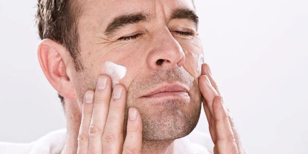 بالصور تنظيف البشرة للرجال , طريقة تنظيف البشرة للرجل 7064 1