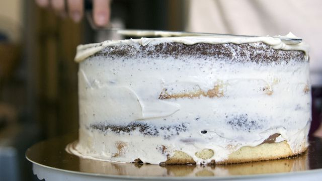 صورة كريمة لتزيين الكيك , طريقة سهلة لعمل الكريم شانتي