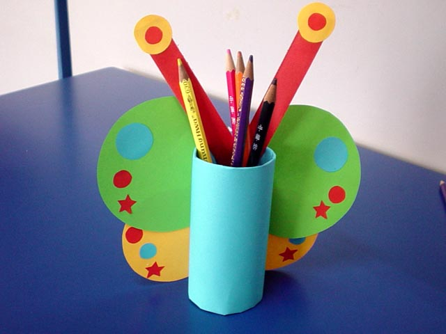 صورة اشغال يدوية للاطفال , افكار تدوير الكارتون لصنع اعمال فنية للصغار