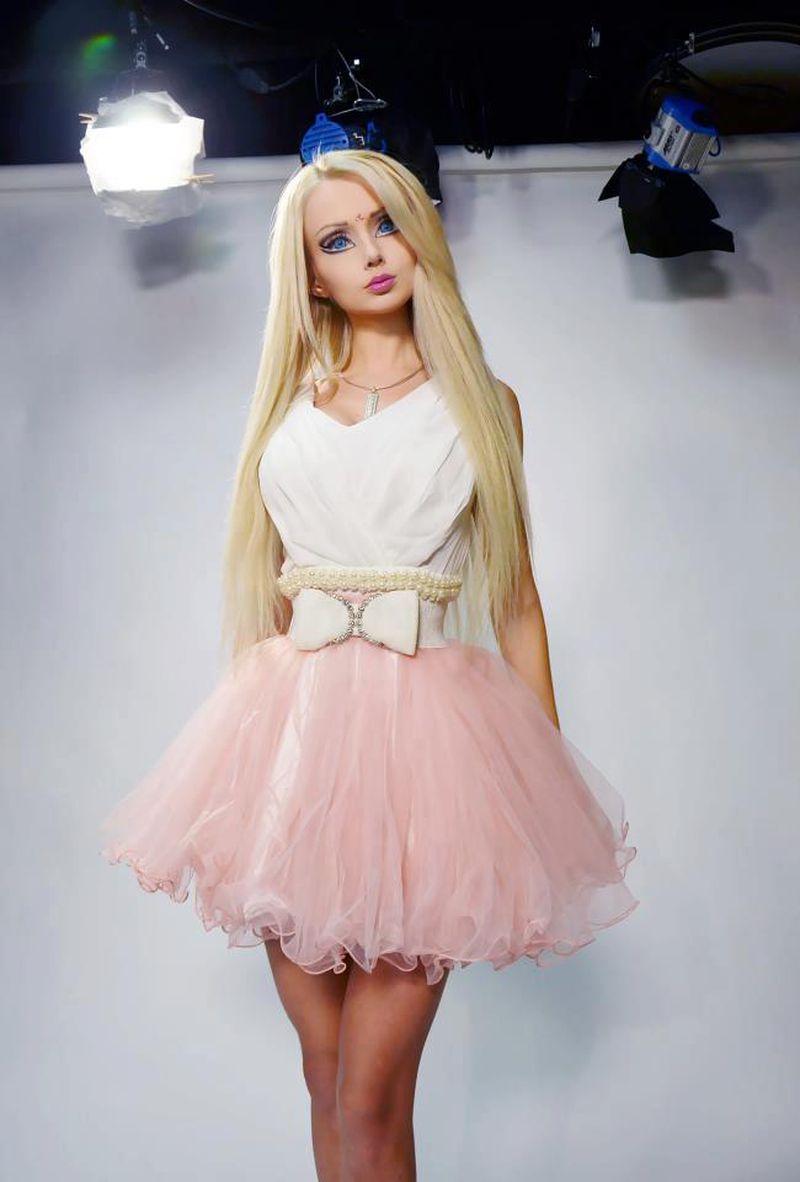 صورة فساتين باربي للبنات , شوفي اروع فستان بتصميم باربي لكل بنت 5458 5