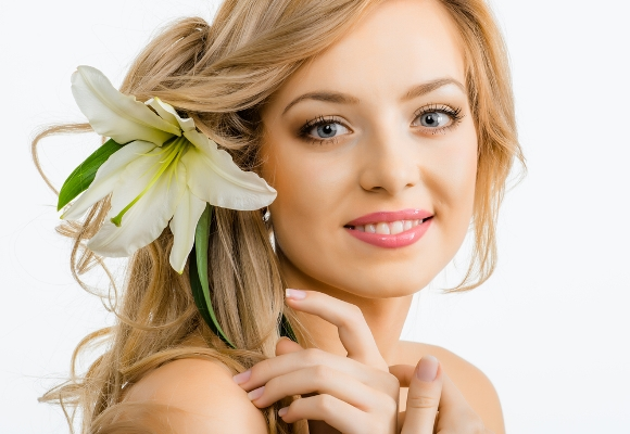 صورة تنظيف الوجه بالشمع , اسهل طريقة لازالة شعر الوجه