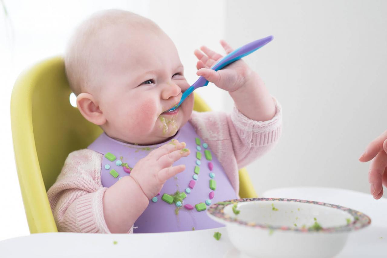 صورة اكل الاطفال الرضع، مراحل نمو جسم الاطفال