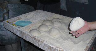 صورة عجينة الخبز العربي, طريقة اعداد الخبز العربي