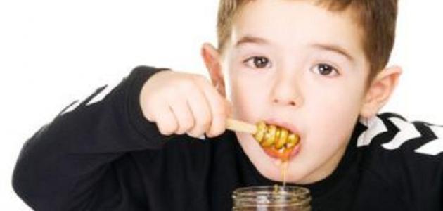صورة فوائد العسل للاطفال , اعطيه لطفلك كغذاء هام