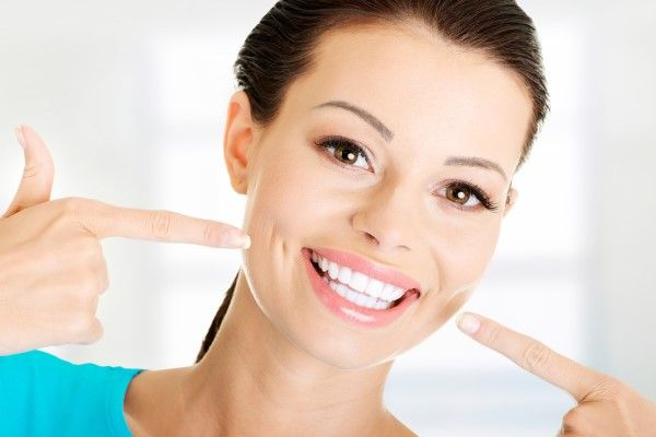 صورة سنانك اجمل باستخدام معجون الاسنان , فوائد معجون الاسنان