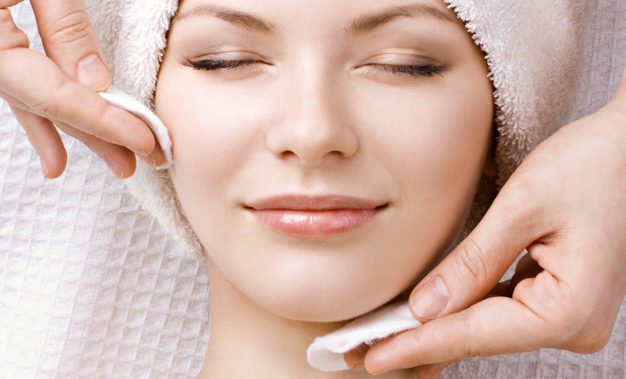 صورة تنظيف الوجه بمكونات غير مكلفه , خلطات لتنقية الوجه خلطات لتنظيف الوجه